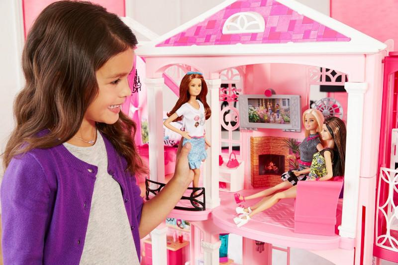 Игры кукольный домик барби и кена